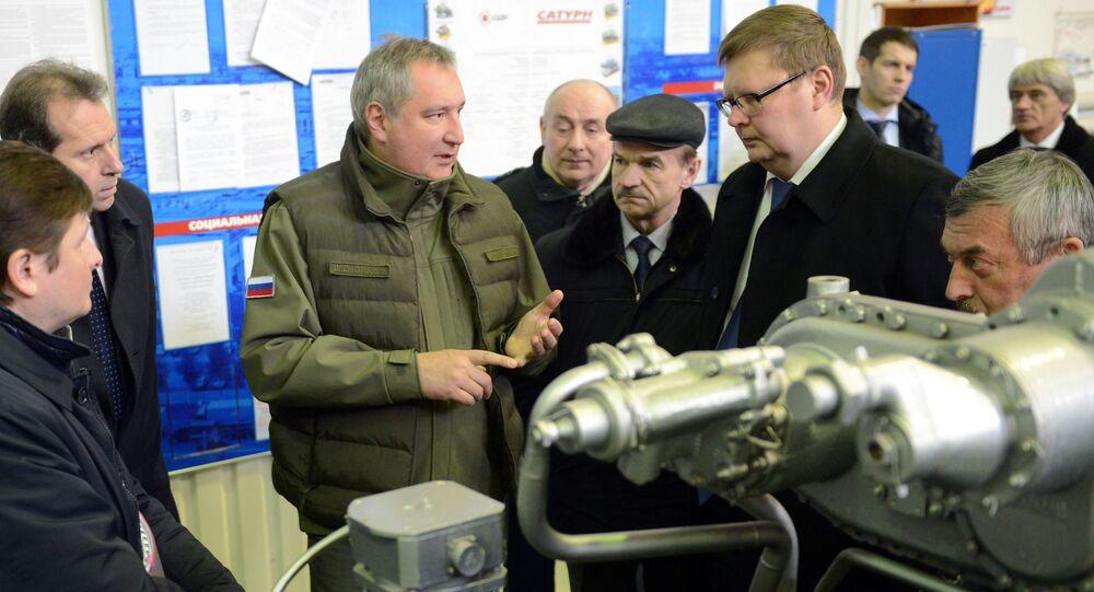 Wicepremier Rosji Dmitrij Rogozin w czasie wizytacji zakładu Saturn w Rybińsku