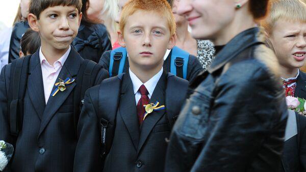 Rozpoczęcie roku w jednej z kijowskich szkół - Sputnik Polska