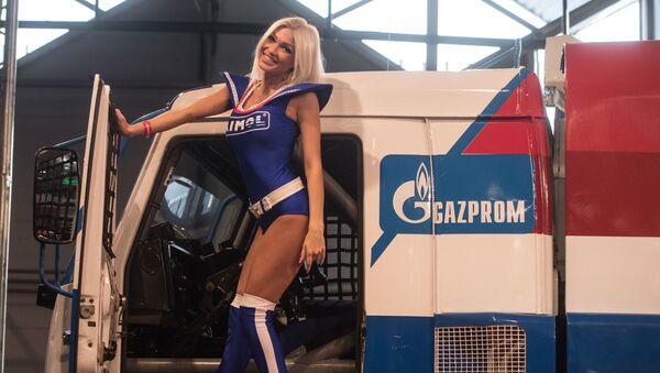 Modelka na wystawie Motorsport Expo - Sputnik Polska