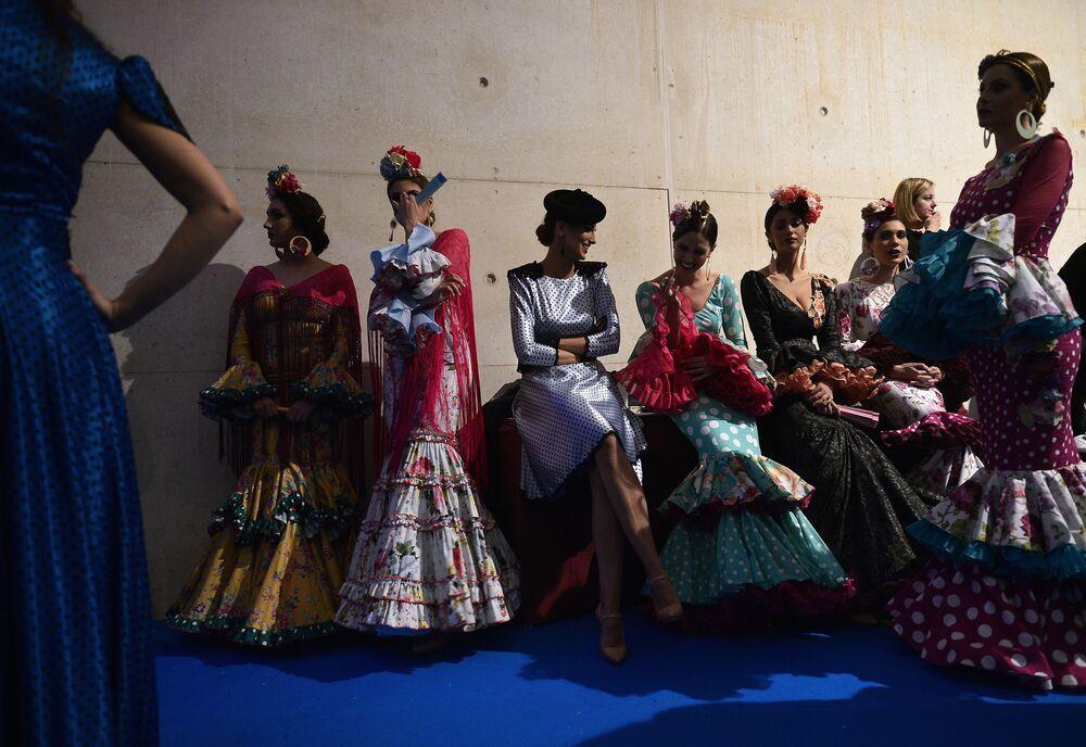 Modelki za kulisami Pokazu Mody Flamenco SIMOF 2017 w Sewilli
