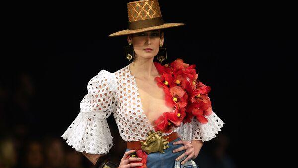 Modelka podczas Pokazu Mody Flamenco SIMOF 2017 w Sewilli - Sputnik Polska