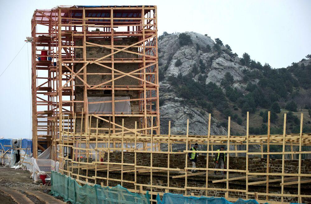 W przyszłości konserwacja obejmie górne obiekty obronne włącznie z cytadelą (Zamkiem Konsula) i Wieżą Dziewiczą.