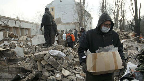 Usuwanie gruzów po ostrzale Doniecka - Sputnik Polska