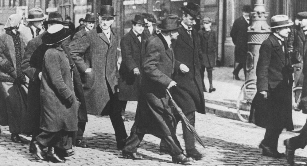 Włodzimierz Lenin z grupą emigrantów politycznych w drodze do Rosji