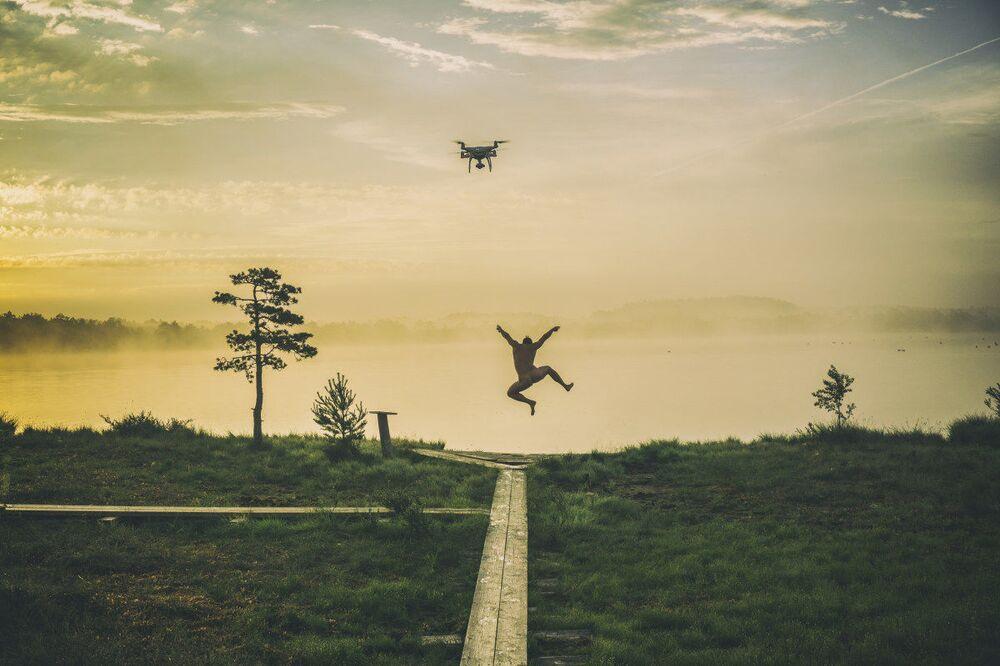 Zdjęcie Szczęśliwy poranek. Autor: Roman Neimann. Pierwsze miejsce wśród profesjonalistów w kategorii Drony w użyciu.