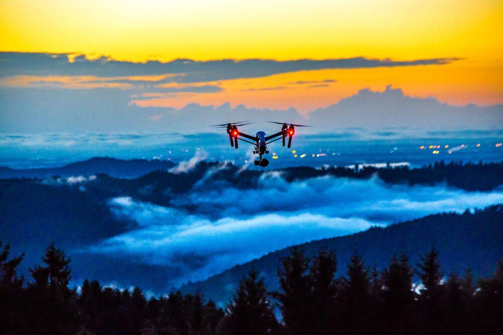 Zdjęcie Dron w użyciu. Autor: Norman Nollau. Trzecie miejsce wśród profesjonalistów w kategorii Drony w użyciu.