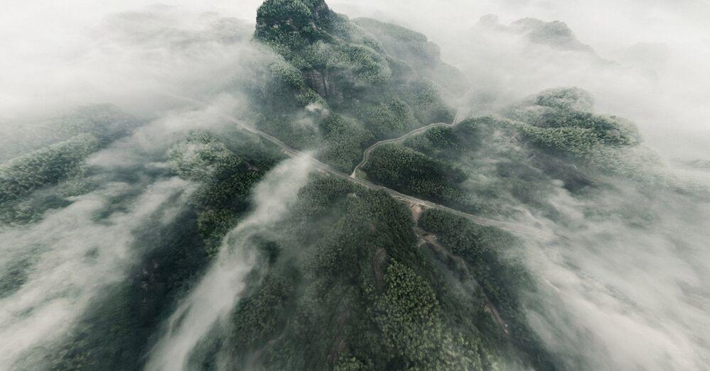 Zdjęcie Lot nad górami Tien Szan. Autor: Wen Li. Pierwsze miejsce wśród amatorów w kategorii 360°.