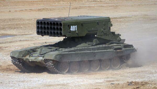Wieloprowadnicowa wyrzutnia rakietowa TOS-1A na podwoziu czołgu T-72 podczas pokazu sprzętu wojskowego w obwodzie moskiewskim. - Sputnik Polska