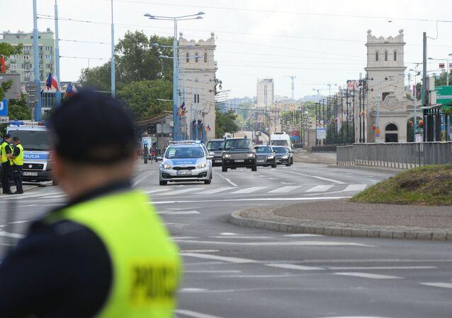 Policja na ulicach Warszawy przed akcją protestacyjną przeciwko szczytowi NATO
