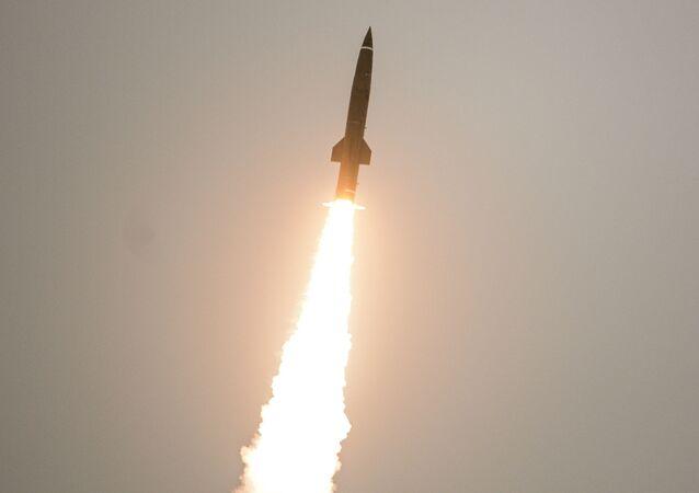 Odpalenie pocisku z taktycznego zestawu rakietowego Toczka U. Zdjęcie archiwalne