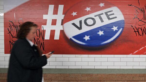 Plakat poświęcony głosowaniu w wyborach prezydenckich w USA, Nowy Jork - Sputnik Polska