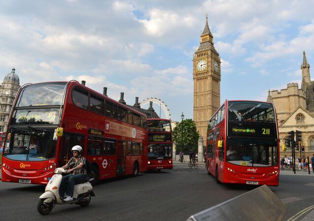 Londyn: Wypadek piętrowego autobusu. 25 rannych