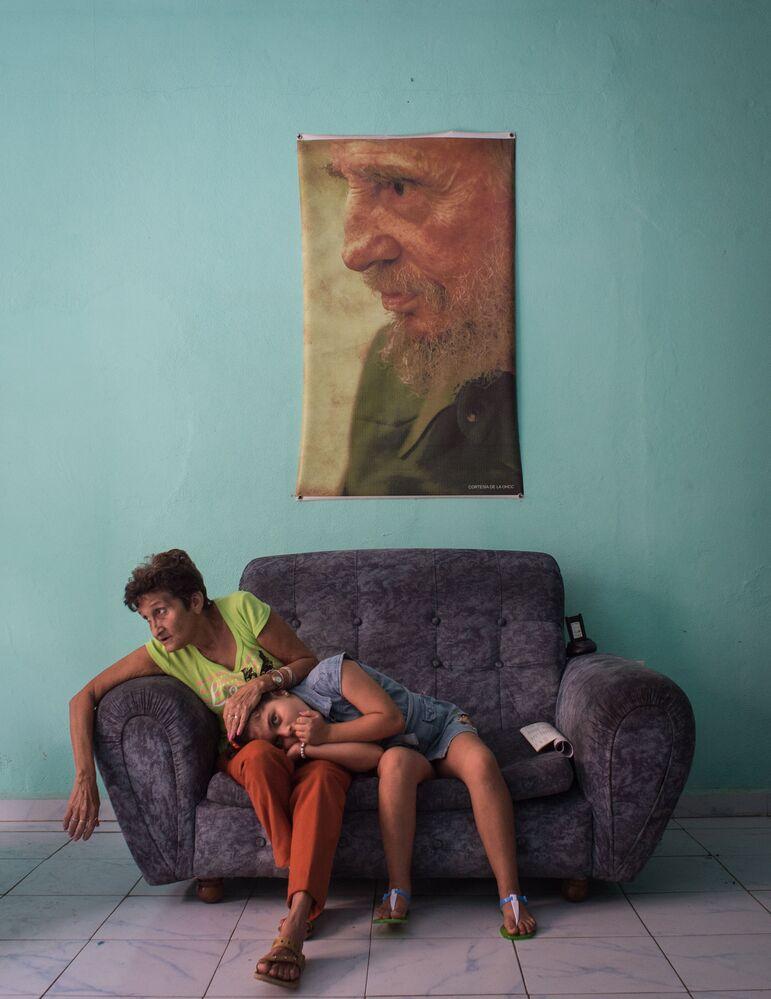 Zdjęcie Wierność. Autor: Kristina Kormilitsyna. Trzecie miejsce w kategorii Ludzie - zdjęcie pojedyncze.