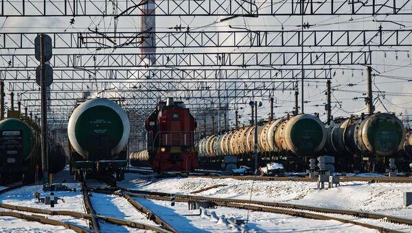 Cysterna z produktami petrochemicznymi - Sputnik Polska