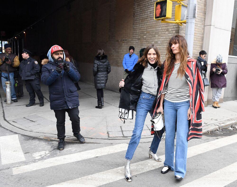 Modelka Alexa Chung podczas Tygodnia Mody w Nowym Jorku