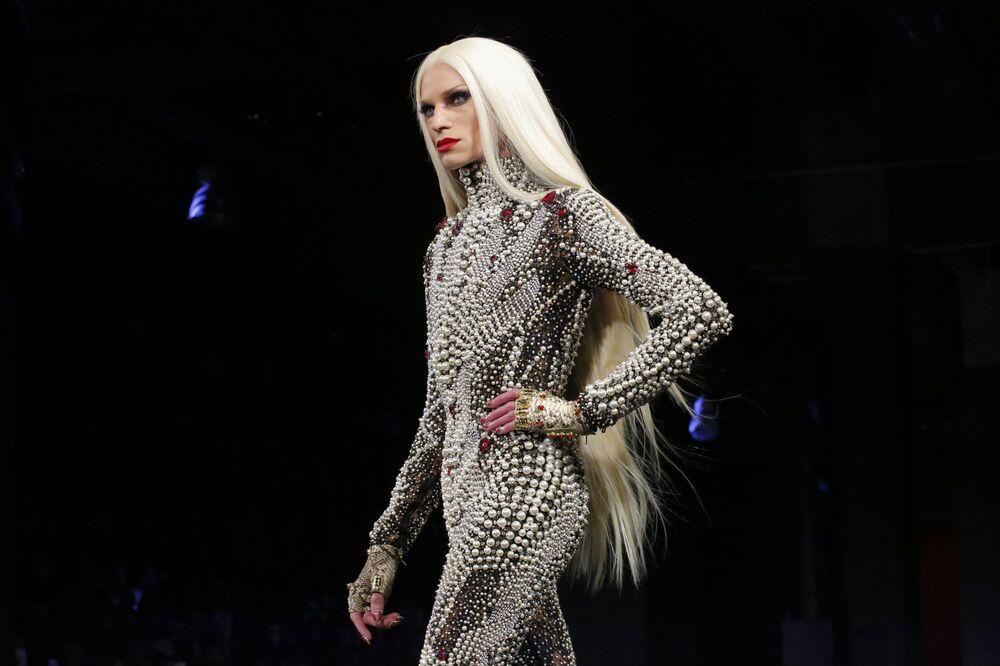 Projektant Phillipe Blond podczas Tygodnia Mody w Nowym Jorku