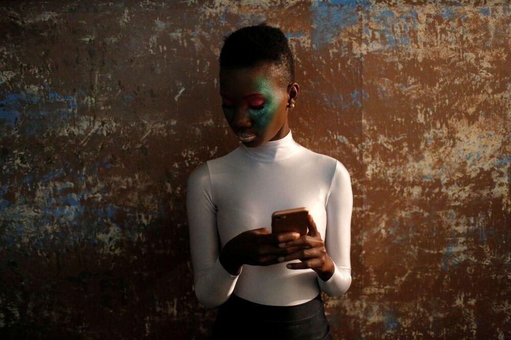 Modelka przed pokazem nowej kolekcji projektanta 21 Reasons Why By Madeline Stuart w Nowym Jorku