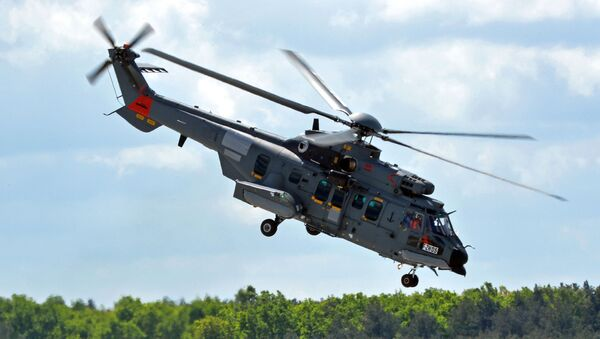 Helikopter Caracal podczas lądowania w polskiej bazie - Sputnik Polska