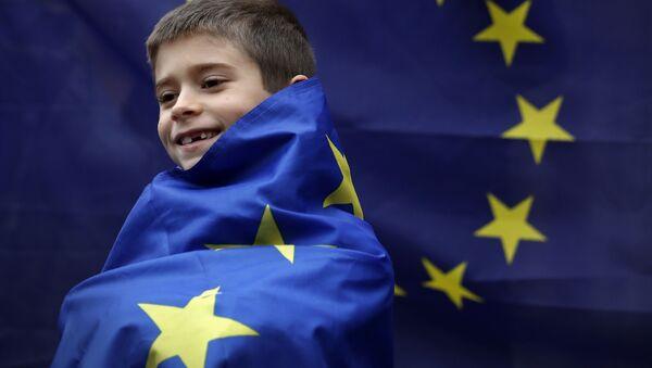 Europa jak dziecko we mgle, prowadzone za rękę przez USA - Sputnik Polska
