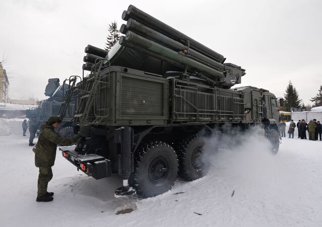 """Ceremonia przekazania nowych zestawów artyleryjsko-rakietowych """"Pancyr-S1"""" żołnierzom przeciwlotniczego dywizjonu rakietowo-artyleryjskiego w obwodzie nowosybirskim"""