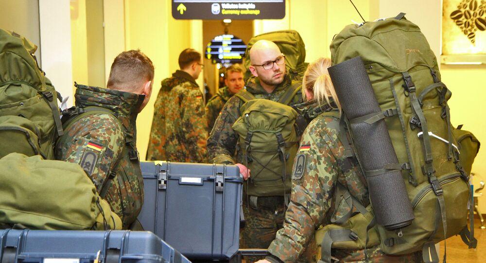 Niemieccy żołnierze na lotnisku w Wilnie