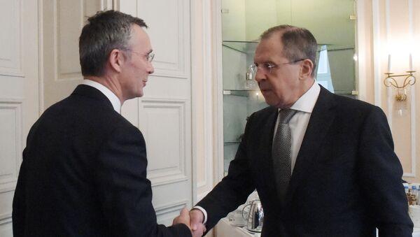 Sekretarz generalny NATO Jens Stoltenberg i minister spraw zagranicznych Rosji Siergiej Ławrow w czasie spotkania na marginesie Monachijskiej Konferencji Polityki Bezpieczeństwa - Sputnik Polska