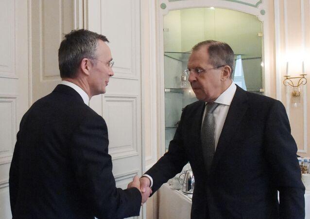 Sekretarz generalny NATO Jens Stoltenberg i minister spraw zagranicznych Rosji Siergiej Ławrow w czasie spotkania na marginesie Monachijskiej Konferencji Polityki Bezpieczeństwa