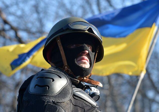 Aktywista antyrządowy na barykadach opozycji w Kijowie