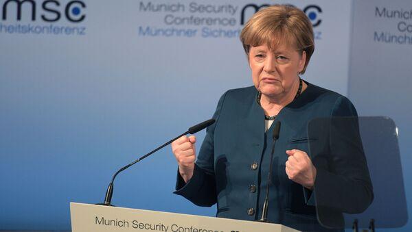 Канцлер ФРГ Ангела Меркель выступает на 53-й Мюнхенской конференции по безопасности - Sputnik Polska