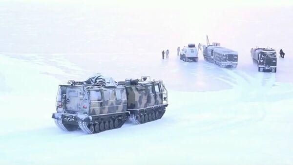 Testy rosyjskiego sprzętu wojskowego w Arktyce - Sputnik Polska