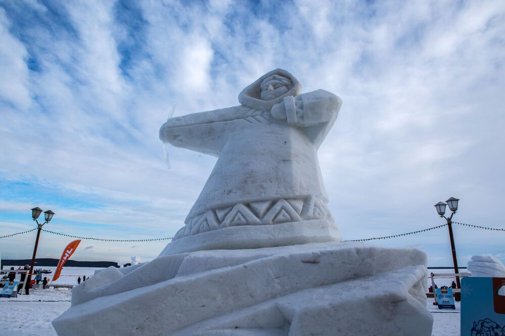 Konkurs Śnieżnych Rzeźb odbywający się w ramach Międzynarodowego Zimowego Festiwalu Hiperborea w Karelii.