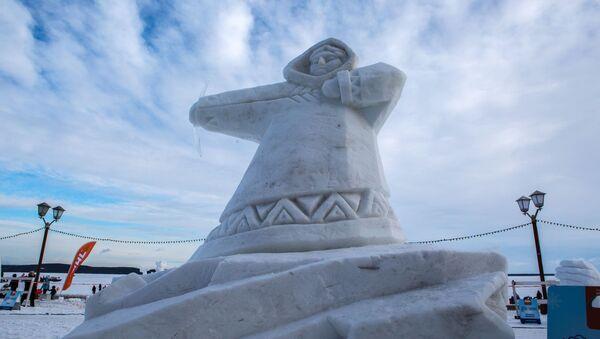 Konkurs Śnieżnych Rzeźb odbywający się w ramach Międzynarodowego Zimowego Festiwalu Hiperborea w Karelii. - Sputnik Polska
