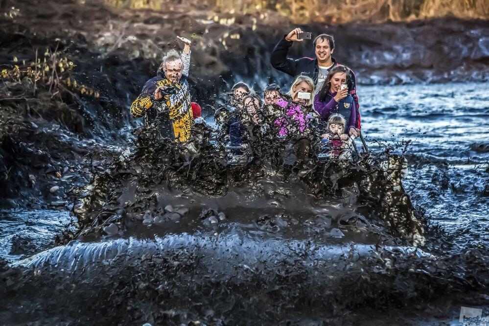 Zdjęcie Czołgi błota się nie boją. Autor: Julia Borowikowa. Kategoria: Ludzie. Wydarzenia. Codzienne życie