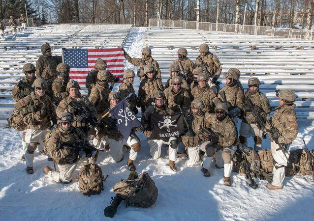 Amerykańscy żołnierze na pokazie sprzętu wojskowego NATO na Łotwie