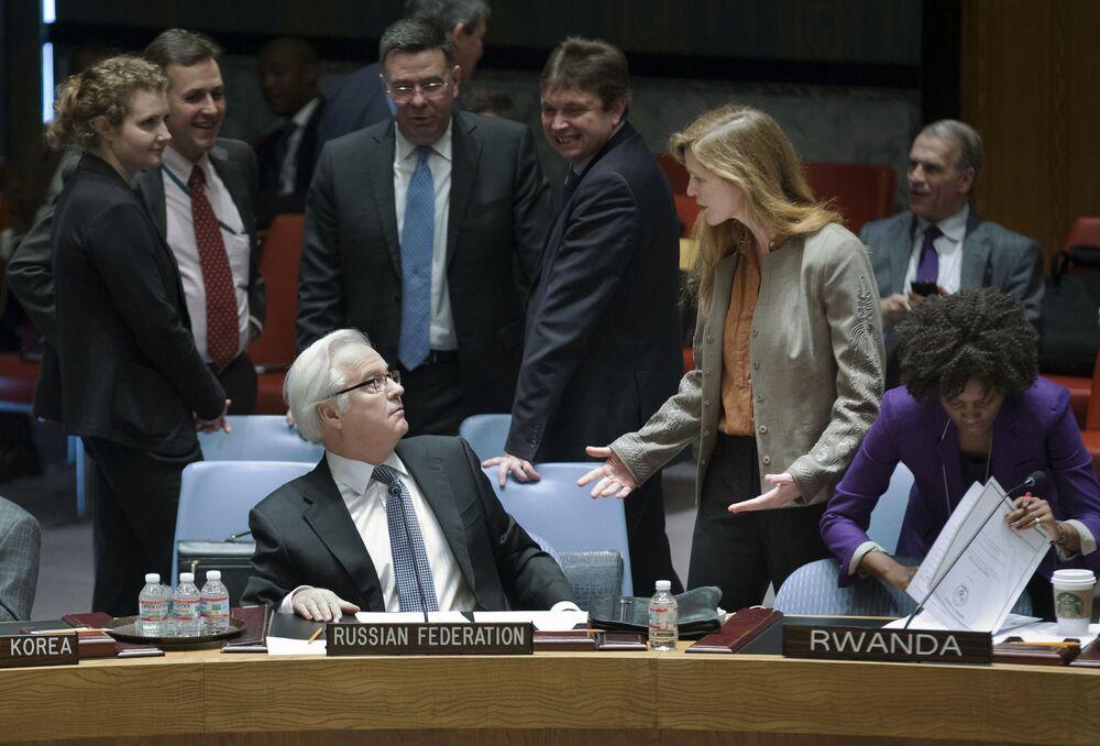 """Evelin Leopold, weteran korpusu dziennikarskiego ONZ, która przez prawie 20 lat stała na czele biura agencji Reuters w ONZ: """"Wirtuoza dyplomacji, ambasador Czurkin był bardzo błyskotliwy, szybko odbijał piłeczkę, gdy pod jego adresem padały uszczypliwe komentarze z powodu skorzystania z prawa weta w sprawie Syrii. Miał również ciepłe stosunki z oponentami, za wyjątkiem Ukrainy. Czy zgadzaliśmy się z nim czy nie, mimo wszystko chcieliśmy poznać jego opinię. Będzie nam go bardzo brakowało""""."""