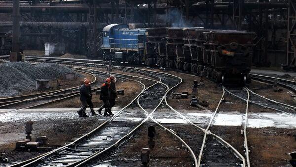 Robotnicy na terytorium Jenakijewskiej Huty - Sputnik Polska