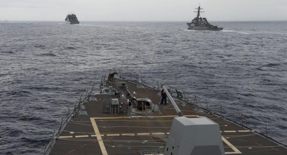 Niszczyciele Marynarki Wojennej USA na Morzu Południowochińskim