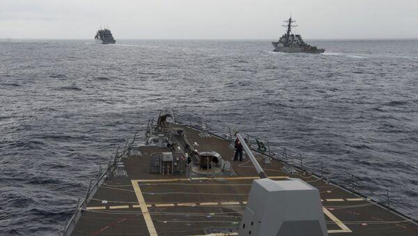 Niszczyciele Marynarki Wojennej USA na Morzu Południowochińskim - Sputnik Polska