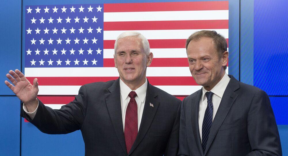 Wiceprezydent USA Mike Pence i szef Rady Europejskiej Donald Tusk