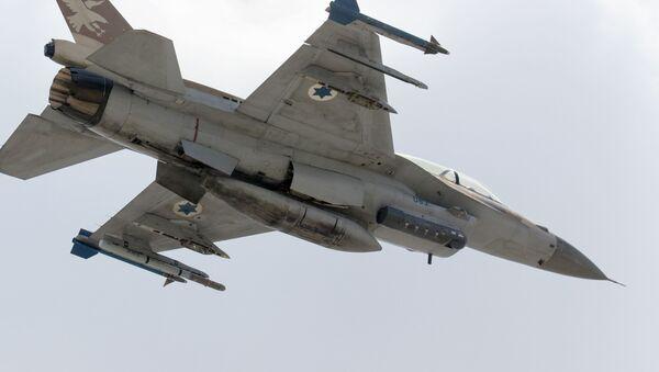 Izraelski myśliwiec F-16 D - Sputnik Polska