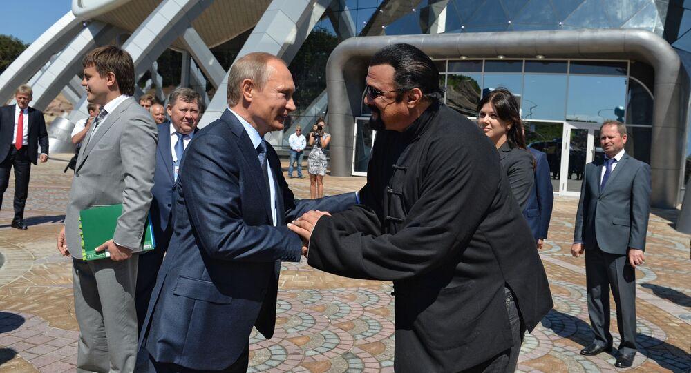 Prezydent Rosji Władimir Putin i amerykański aktor steven Seagal we Władywostoku