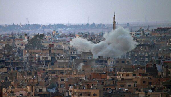 Dym nad syryjskim miastem Daraa - Sputnik Polska