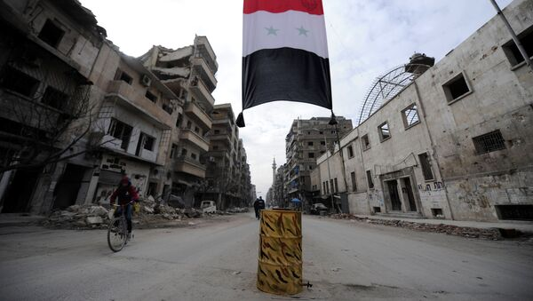 Syryjska flaga w zniszczonej dzielnicy  - Sputnik Polska