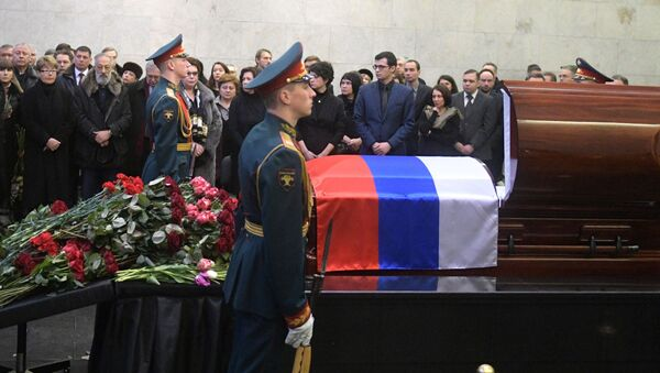 Ceremonia pożegnania z ambasadorem Rosji przy ONZ Witalijem Czurkinem rozpoczęła się w Dużej Sali Żałobnej Centralnego Szpitala Klinicznego w Moskwie - Sputnik Polska