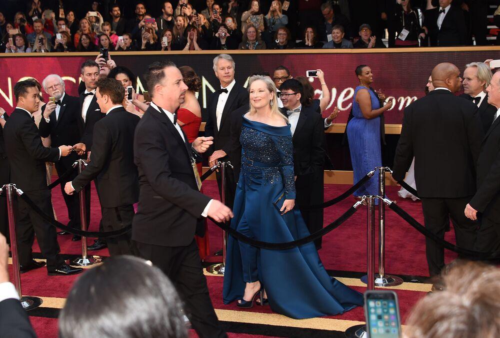 Aktorka Meryl Streep na czerwonym dywanie podczas ceremonii wręczenia Oscarów 2017