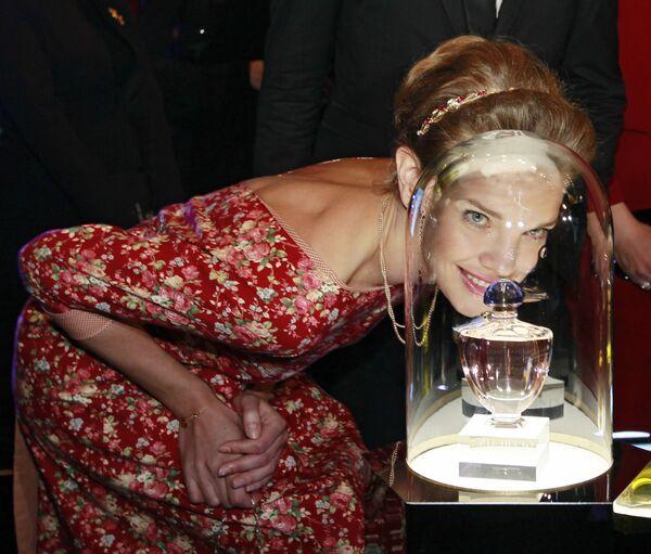 Modelka Natalia Vodianova podczas aukcji charytatywnej Serdeczne przyjęcie fundacji Naked Heart w sali koncertowej Barvikha Luxury Village. - Sputnik Polska