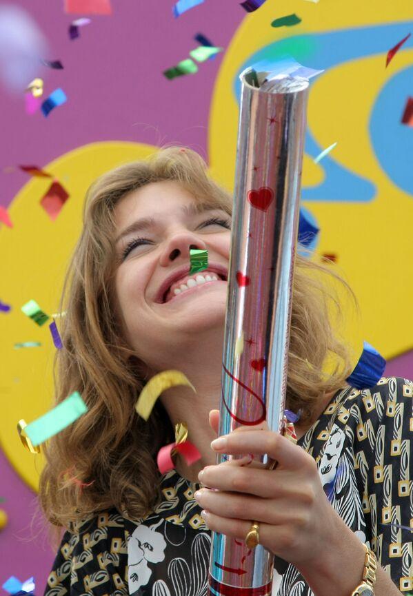 Modelka Natalia Vodianova podczas ceremonii otwarcia parku zabaw dla dzieci zbudowanego w Kazaniu przy pomocy jej fundacji charytatywnej Naked Heart. - Sputnik Polska