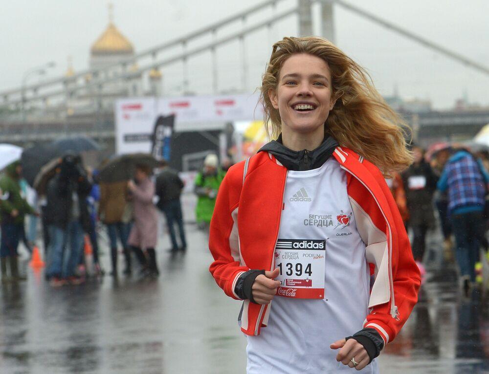 Modelka Natalia Vodianova podczas Biegu Charytatywnego Biegnące serca w Moskwie.