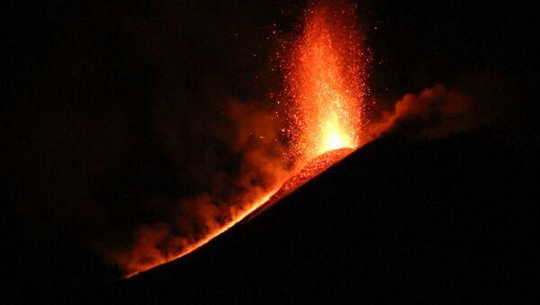 Wulkanolodzy odnotowali kolejny wybuch sycylijskiego wulkanu Etna - Sputnik Polska