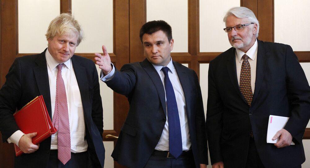 Szef MSZ Wielkiej Brytanii Boris Johnson z szefami MSZ Ukrainy Pawło Klimkinem i MSZ Polski Witoldem Waszczykowskim podczas wspólnej konferencji prasowej w Kijowie